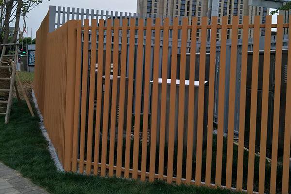 浙江省宁波市高桥镇合心林钢构栅栏仿木纹漆施