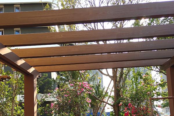 海南海花岛别墅花园廊架木纹漆施工案例