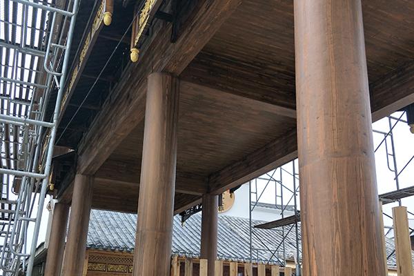 水泥圆柱门楼仿木纹漆施工案例—